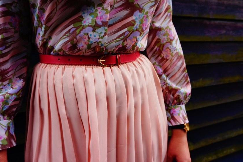 pink vintage outfit, close up shot
